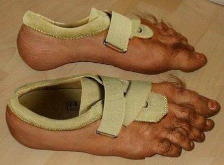 sepatu aneh ini diambil di www.kapanlagi.com