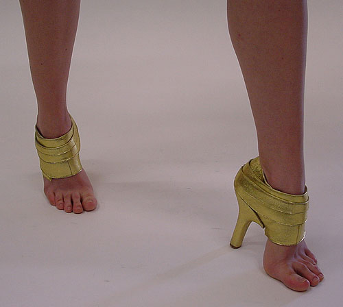 sepatu lucu diambil dari www.lintasberita.com