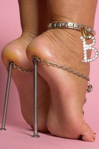 sepatu lucu dari: www.lintasberita.com
