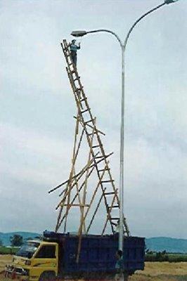 gambar-lucu-tangga-bambu
