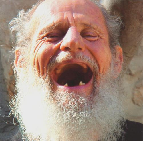 http://idekonyol.files.wordpress.com/2009/05/israel-125year-old-man-laughing1.jpg?w=500&h=492