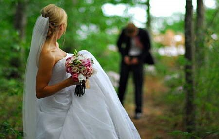 Photos_You_ll_Never_See_on_Your_Wedding_Album__10