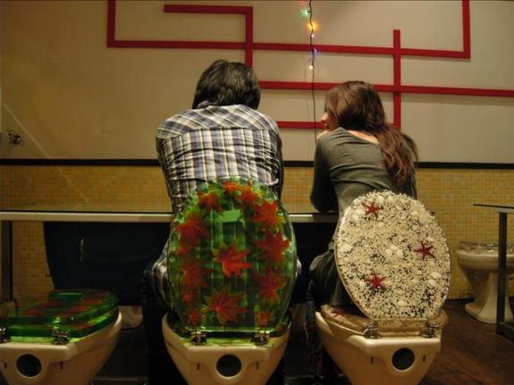 wew pacaran di WC